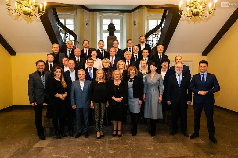 We wtorek odbyła się kolejna sesja szczecińskiej rady miasta. Jak zwykle najciekawiej było podczas kuluarowych rozmów, których mikrofony nie wychwyciły.