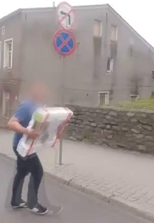 Policjant wąbrzeskiej drogówki złamał przepisy ruchu drogowego [wideo czytelnika]