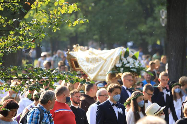 Kalwaria Zebrzydowska. Uroczystości Pogrzebu NMP w obecności abpa Marka Jędraszewskiego, który wygłosi w niedzielę okolicznościowe kazanie, zgromadziły