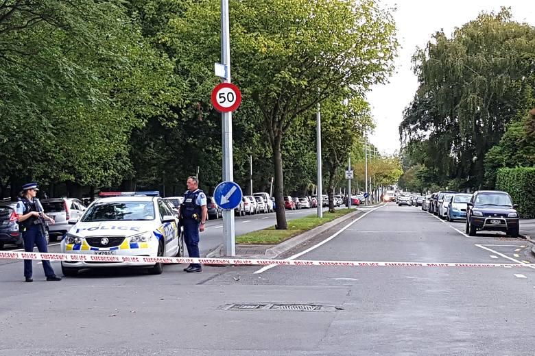 Policja na miejscu strzelaniny w Christchurch