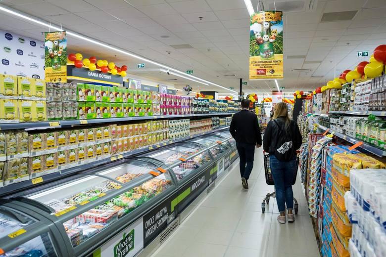 Godziny otwarcia Biedronki to często 7:00-21:00 albo 7:00-22:00. Nie brakuje jednak, zwłaszcza w większych miastach sklepów Biedronka, które otwierają