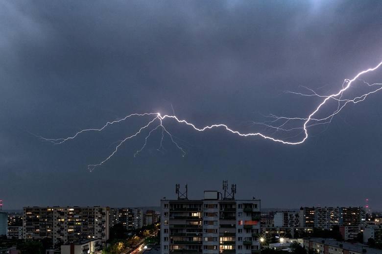 Wczoraj w regionie pojawiła się burza z licznymi wyładowaniami atmosferycznymi. Nasi Czytelnicy uwiecznili ją na zdjęciach. Zobaczcie!