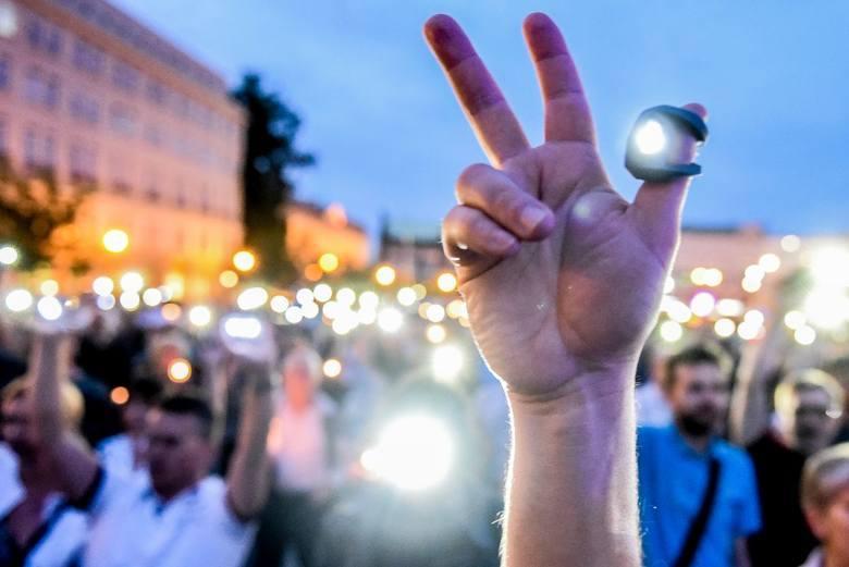 Manifestacja w Poznaniu w obronie niezawisłości sądów