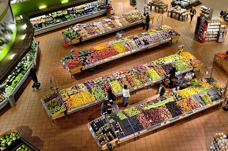 Co roku w Polsce wyrzuca się ok. 9 milionów ton żywności, co w przeliczeniu daje 235 kg żywności na osobę. Jak podaje firma Deloitte powołując się na