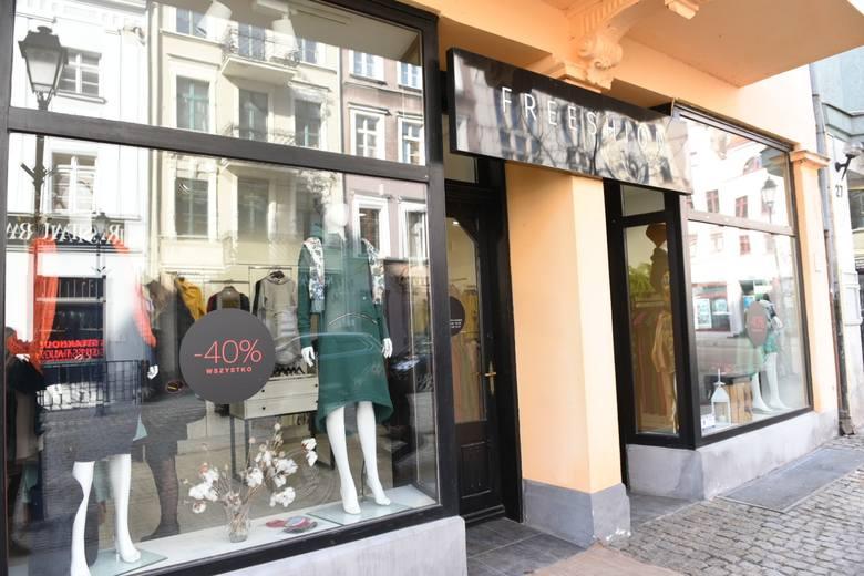 Butik Freeshion w Toruniu mieści się przy ul. Mostowej