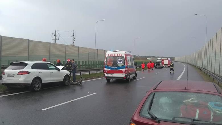 Do wypadku na trasie S8, na obwodnicy Zambrowa, doszło w sobotę tuż po godzinie 14.