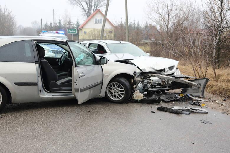 Zgłoszenie o wypadku w Pasiekach dyżurny Komendy Miejskiej Policji w Ostrołęce odebrał dziś przed godz. 10.