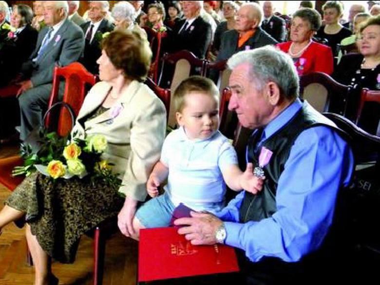 – Na tę uroczystość przyprowadziliśmy naszego kochanego wnuka, Piotrusia – mówią Lucyna i Franciszek Janiszewscy.