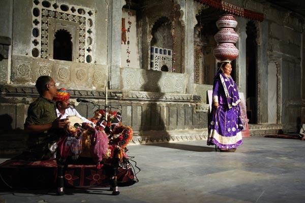 Podróz po Indiach<br /> Tradycyjne tance. Udaipur, Radzastan.