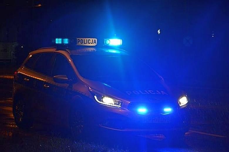 Mężczyzna chciał popełnić samobójstwo skacząc z wiaduktu Dąbrowskiego. Uratowali go policjanci.