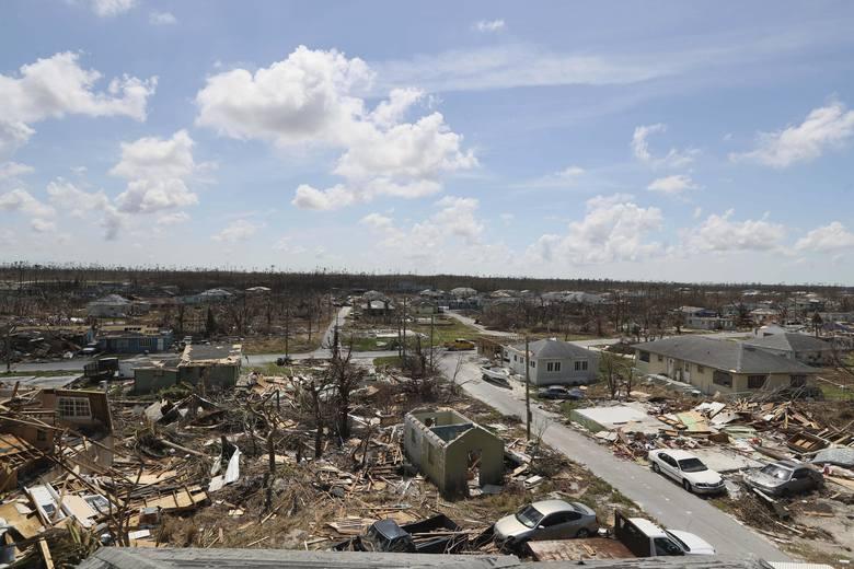 Widok zniszczenia w Marsh Harbor na wyspie Abaco