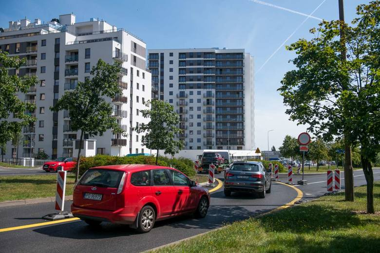 Trwa budowa trasy tramwajowej na Naramowice. Rozpoczyna się kolejny etap prac, związany z przygotowaniami pod budowę wiaduktów nad ulicą Lechicką i powstaniem