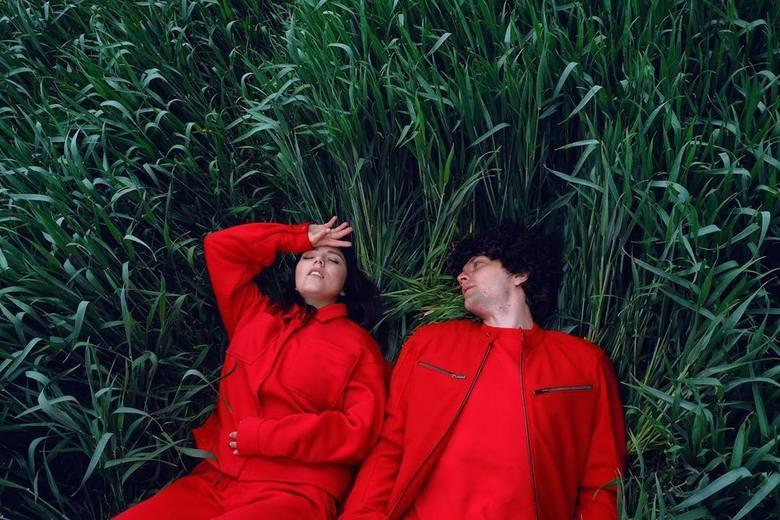 Artem i Ksenia z zespołu Naviband musieli wyjechać z kraju po tym, jak swoją twórczością wsparli pokojowe akcje kobiet i działania opozycji.