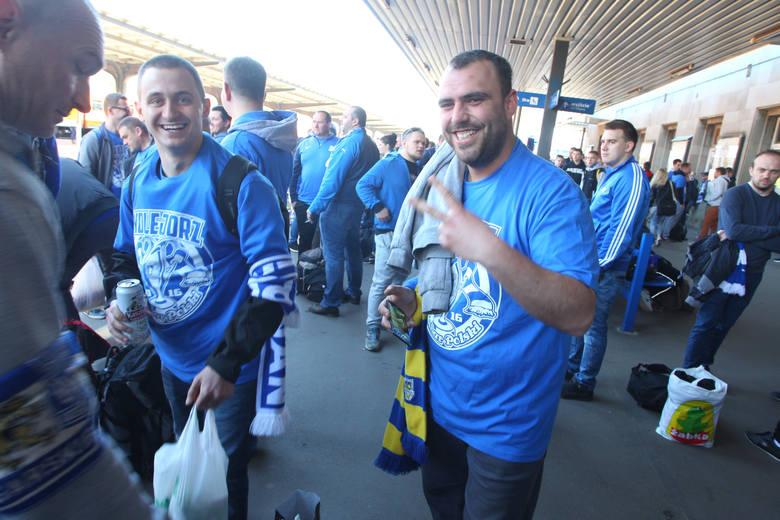 Kibice Lecha Poznań od dwóch lat na finał Pucharu Polski podróżowali przede wszystkim pociągami specjalnymi. Nigdy nie mieli jednak takich problemów z ich organizacją jak w tym roku<br />