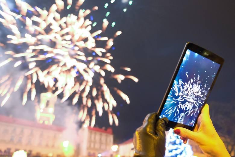 Nowy 2018 rok mieszkańcy Przemyśla przywitali na przemyskim rynku przy dźwiękach bluesa. Na scenie zagrał Piotr Nowak Band. Noworoczne życzenia złożyli