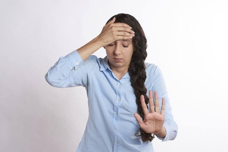 Zawroty głowy mogą być oznaką poważnych chorób. Nie należy ich bagatelizować. Warto iść do lekarza!