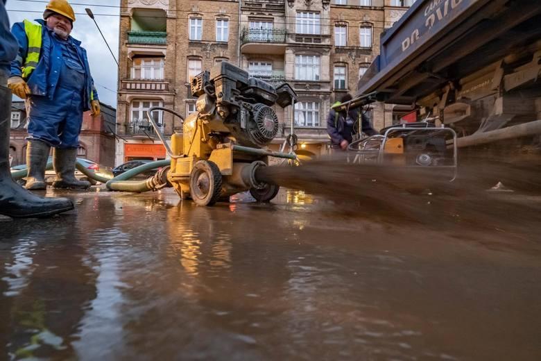 Od 17 czerwca na ulicy Głogowskiej trwają prace modernizacyjne sieci wodociągowej prowadzone przez Aquanet. Od tego czasu funkcjonuje tam zastępcza komunikacja