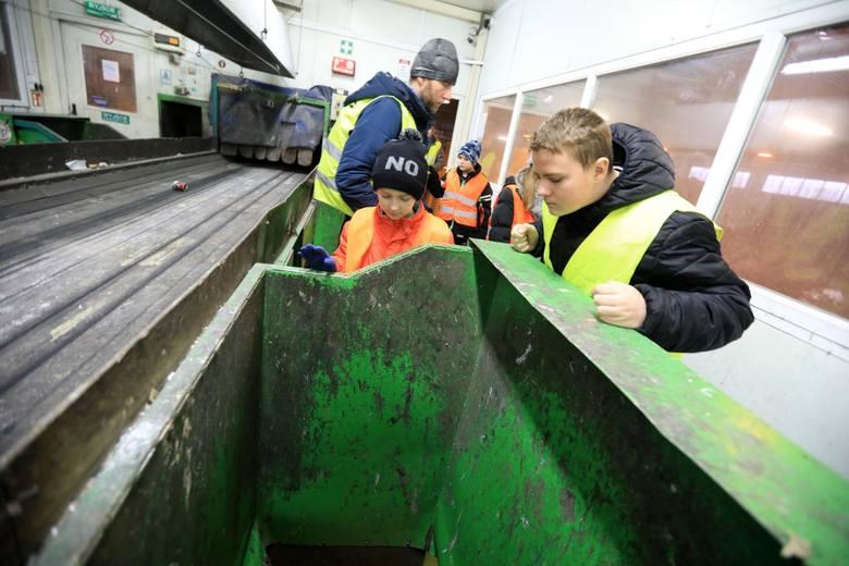 Nawet 90 procent surowców wtórnych da się odzyskać ze śmieci dzięki użyciu tak zwanych separatorów optycznych. W takie między innymi urządzenia wyposażony