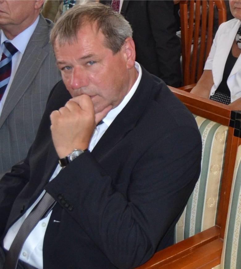 Atak na burmistrza Łeby. Mężczyzna napadł na niego z nożem w ręku. Andrzej Strzechmiński rozpoznał sprawcę. Zatrzymano 40-latka