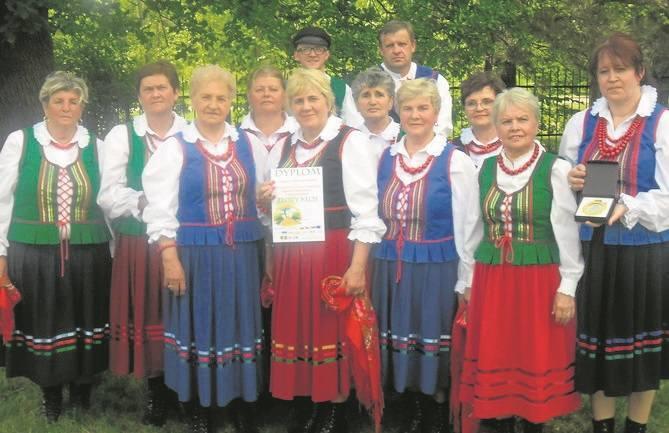 Zespół Domaszowianki w Domaszowicach w gminie Masłów działa od 2015 roku. Liczy 12 osób . Przekazuje piękne dawne pieśni ludowe z tradycji świętokrzyskiej,