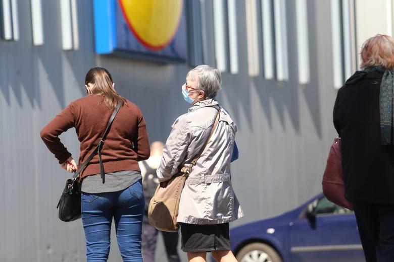 Ministerstwo Zdrowia: Będą wyższe kary za brak maseczek w sklepie. Pilna zmiana przepisów