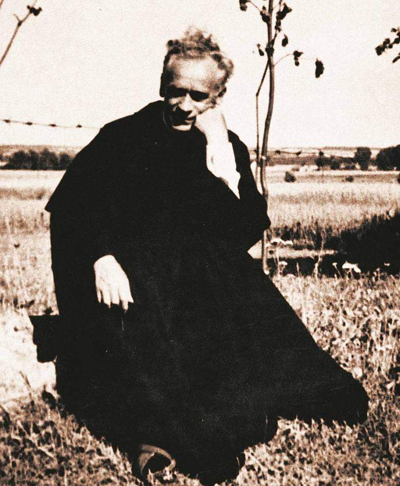 Mówił o sobie: jestem kapłanem zakonu św. Franciszka. Zasłynął jako uzdrowiciel i jasnowidz. Potrafił odczytywać najbardziej skomplikowane koleje ludzkiego