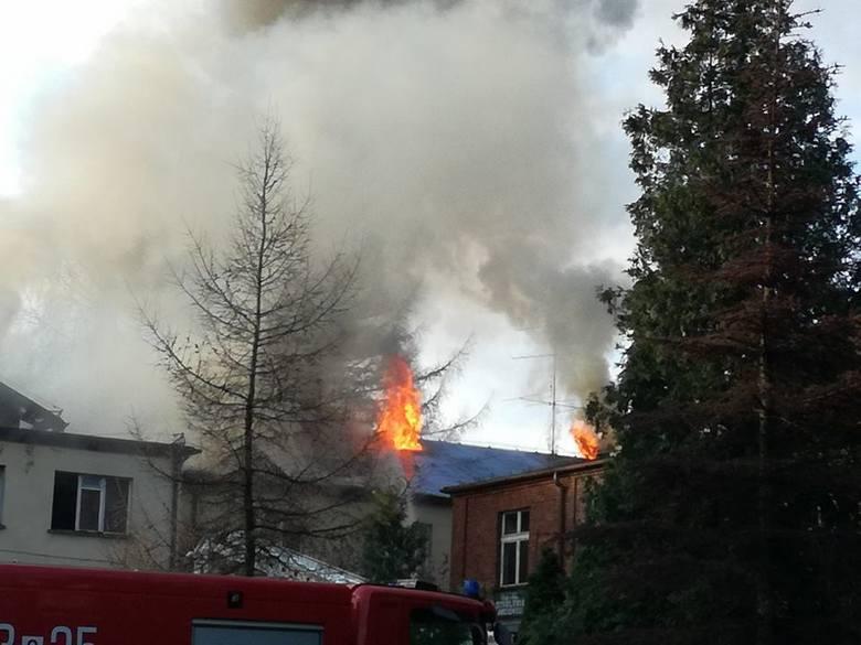 W pożarze w kopalni Anna w Pszowie spłonął dach byłego budynku administracyjnego oraz cechowni
