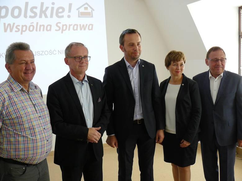 Na zdjęciu od lewej: Herbert Czaja, Roman Kolek, Rafał Bartek, Zuzanna Donath-Kasiura i poseł MN Ryszard Galla.