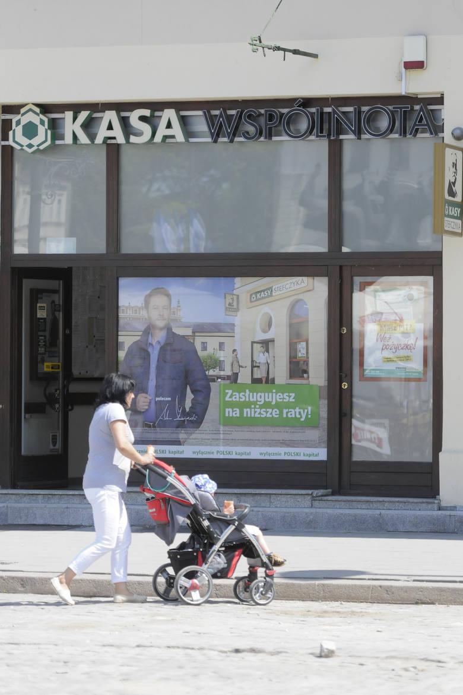 Coraz gorzej płacimy raty w SKOK-ach oraz kredytów hipotecznych w bankach Polacy pożyczyli w SKOK-ach 10 mld zł i 30 proc. tych kredytów jest zagrożonych