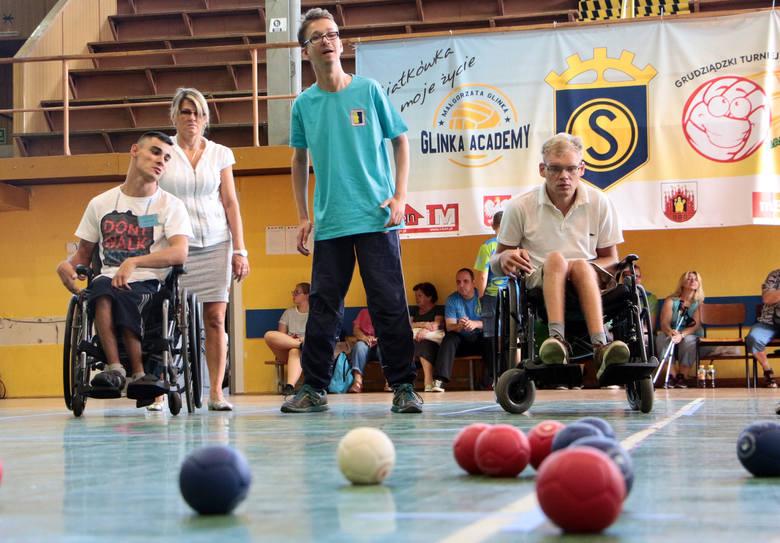 """Mistrzostwa zostały zorganizowane przez Stowarzyszenie Przyjaciół Osób Niepełnosprawnych """"TO – MY"""", które prowadzi Warsztat Terapii"""