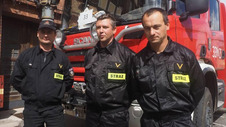 Strażacy wrócili ze Szwecji. W Świnoujściu powitał ich premier Polski Mateusz Morawiecki. Wczesnym rankiem do portu w Świnoujściu przybił prom z polskimi