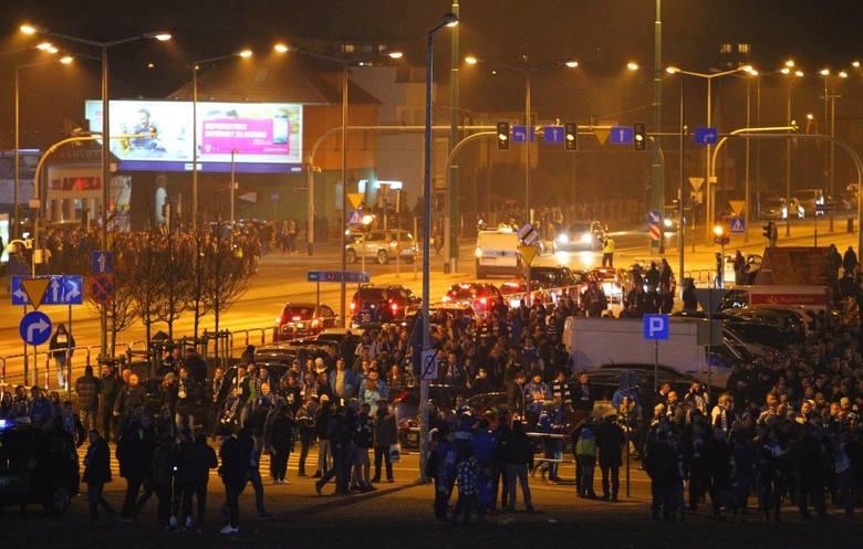 Z ustaleń policji wynika, że kibic został uderzony w barze znajdującym się na stadionie przy ul. Bułgarskiej.