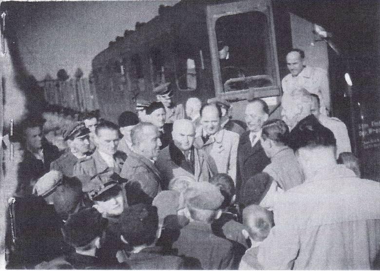 Połowa lat 50. Otwarcie odbudowanej linii kolejowej z Otmuchowa do Przeworna. Stacja Cieszanowice.