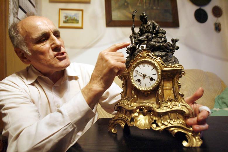 Gustowny zegar odpowiednio dobrany do stylu aranżacji to subtelne dopełnienie wystroju wnętrza.