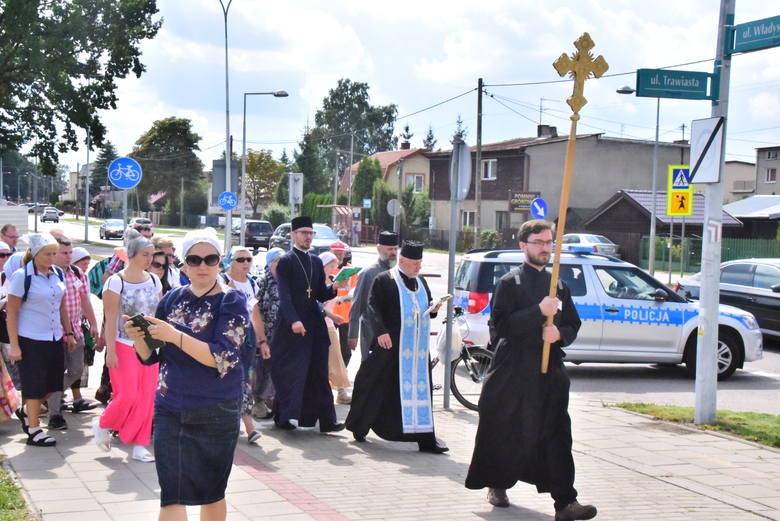 Kilkaset osób poszło w pieszej pielgrzymce do Supraśla. Tam w monasterze do sobotniego popołudnia potrwają uroczystości związane z świętem Supraskiej