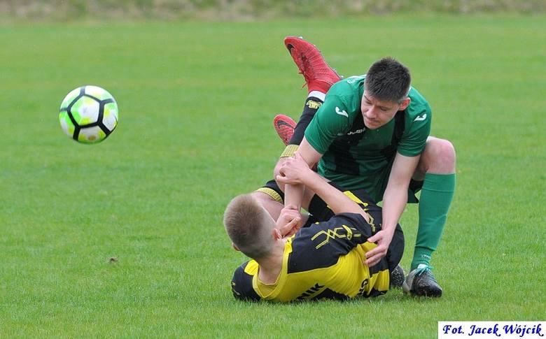 Piłkarze z Manowa przerwali serię pięciu kolejnych porażek na boiskach IV ligi. Zobacz także Leśnik Manowo - Olimp Gościno 1:1