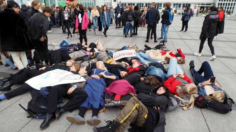 Trwa Młodzieżowy Strajk Klimatyczny. W piątek 20 września, na całym świecie odbywają się manifestacje, zwracające uwagę na pogłębiający się kryzys klimatyczny.