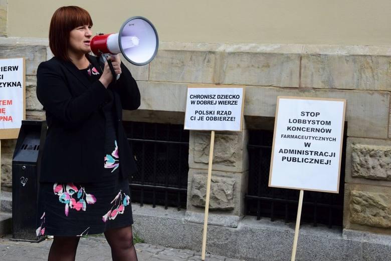 Przed sądem pojawiło się kilkadziesiąt osób. Był protest.