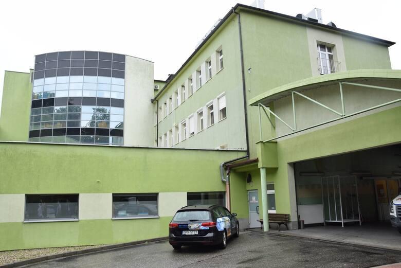 W listopadzie 2020 roku personel szpitala w Kędzierzynie-Koźlu, w którym leczone były osoby chore na COVID-19 zauważył, że jeden z pacjentów zakażonych