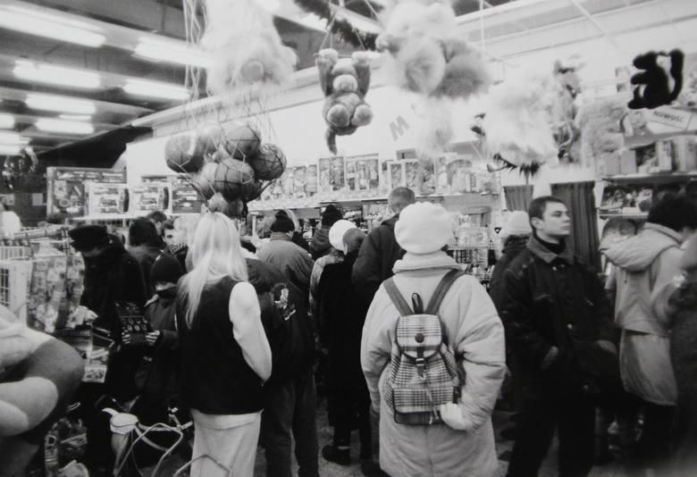 Domy handlowe szturmowały prawdziwe tłumy. Można było tam w jednym miejscu kupić praktycznie wszystko.