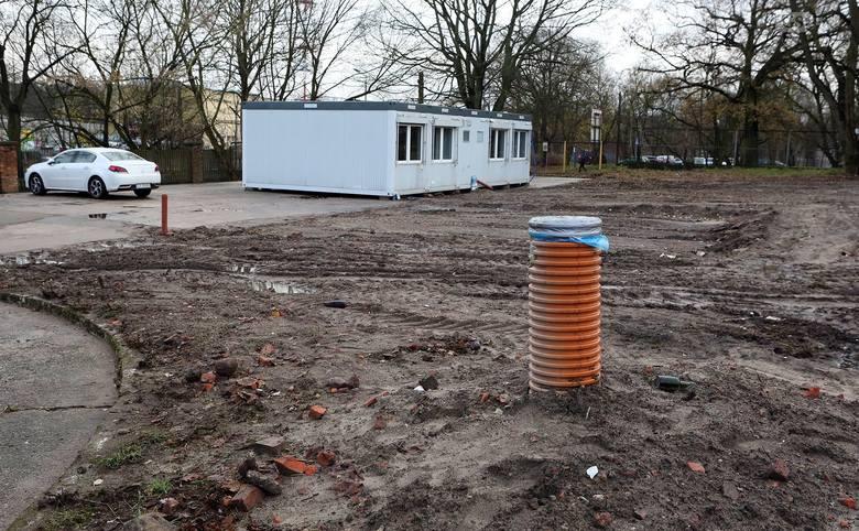 Tak w tej chwili wygląda teren, na którym ma zostać ustawiony nowy kontener – siedziba spółki stadionowej