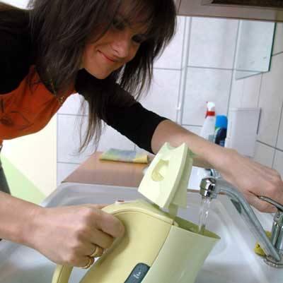 Dorota Wyrzykowska cieszy się, że skończą się kłopoty z brudną wodą w kranach