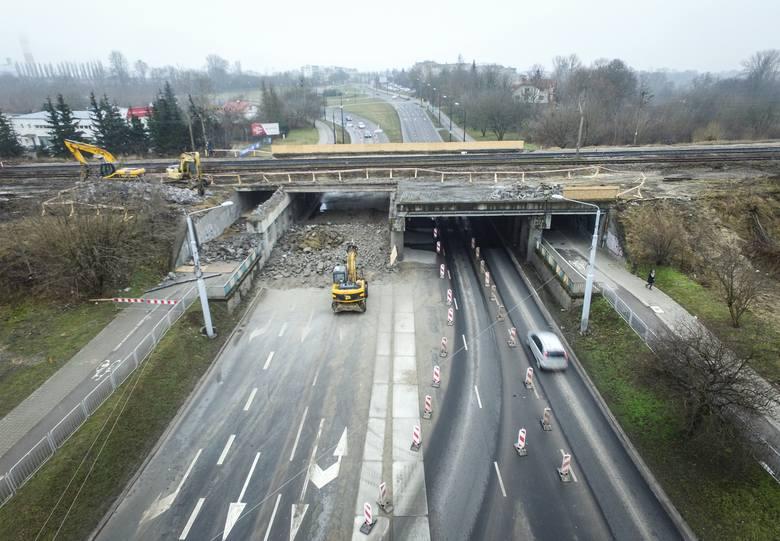 Burzenie wiaduktu nad ul. Diamentową w Lublinie. Dla kierowców oznacza to jedno: utrudnienia (ZDJĘCIA Z DRONA)