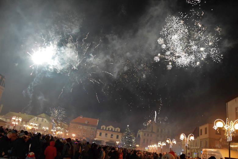 """""""Sylwester inny niż wszystkie"""". Takie hasło przyświecało imprezie, podczas której inowrocławianie witali Nowy Rok 2020. Tym razem została"""