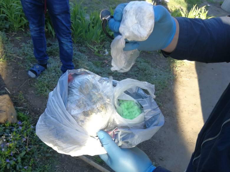 Radziejowscy kryminalni ustalili, że na terenie gminy Dobre małżeństwo zajmuje się handlem narkotykami. Gdy zebrali wystarczające materiały, weszli do