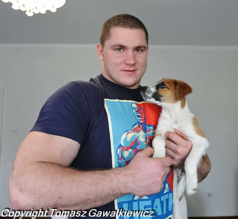 Mateusz Kieliszkowski pierwszym Polakiem na podium Arnold Strongman Classic. Zdjęcia wykonane w Chlebowie przed zawodami w USA.