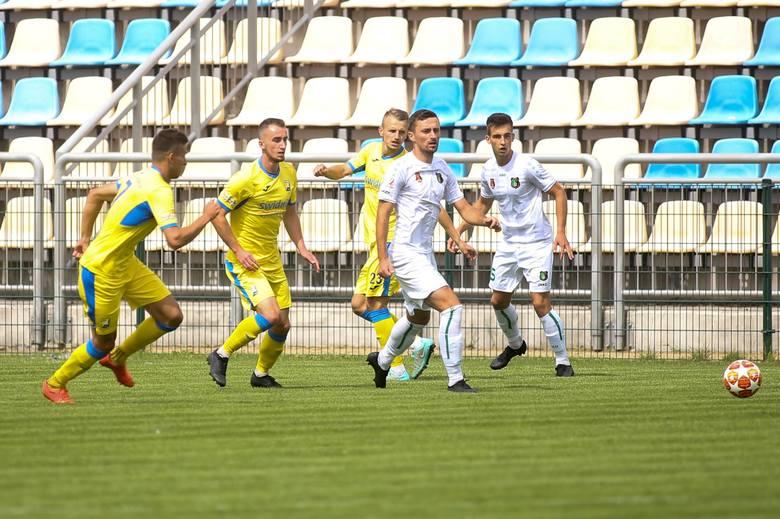 W środę 14 października Stal Stalowa Wola przegrała zaległy mecz szóstej kolejki grupy czwartej piłkarskiej trzeciej ligi z Jutrzenką Giebułtów 2:3.
