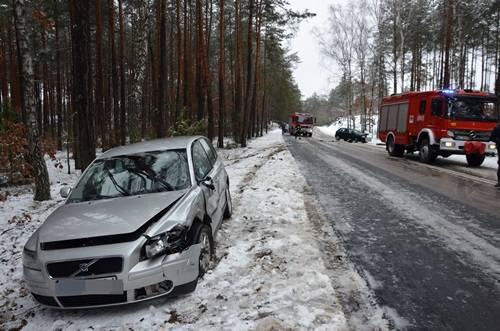 Wypadek w Długosiodle. Pijany kierowca doprowadził do zderzenia, do szpitala zabrano ciężarną kobietę [ZDJĘCIA]