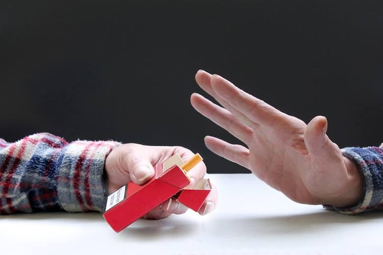 Palenie papierosów to nie tanie przyzwyczajenie. Dorośli Polacy nie są skłonni więc sponsorować go innym. Wśród osób starszych niż 45 lat nie częstuje papierosami prawie co trzeci