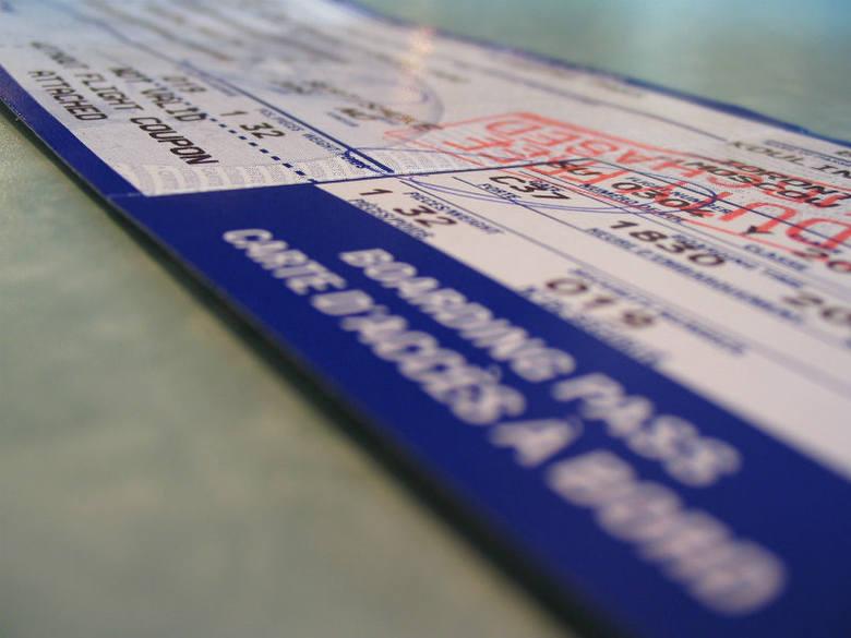 Pasażer po odprawie otrzymuje kartę pokładową, która umożliwia mu wstęp na pokład samolotu.